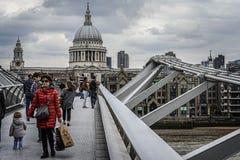 London milleniumbro Fotografering för Bildbyråer