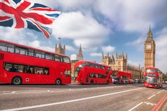 London mit BIG BEN, DOPPELDECKER-BUS in England, Großbritannien stockbild