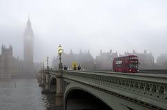 London-Morgen im Nebel Stockbilder