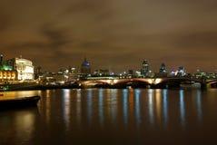 London-Nachtansicht von der Themse 2 Stockfotografie
