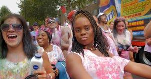 London Notting Hill karneval Ståta av dansare och dräkter Fotografering för Bildbyråer