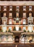 LONDON NOVEMBER 13, 2014: Fortnum och muraren shoppar på Picadilly Royaltyfri Fotografi