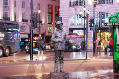 LONDON - NOVEMBER 17, 2016: A living statue street entertainer Royalty Free Stock Photos
