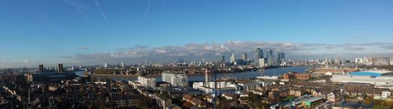London och Themsensikt från en tornkran Arkivbilder