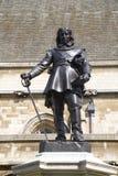 London-- Oliver- Cromwellstatue durch das Parlament stockfotografie