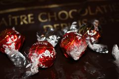 2017-11-18 LONDON ONTARIO - EDITORIAL PHOTO OF LINDOR CHOCOLATE TRUFFLES IN RETAIL PACKAGING royalty free stock photos