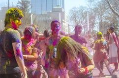 London Ontario, Kanada - April 16: Oidentifierat ungt färgrikt p arkivfoto