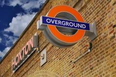 London Overground, Hoxton station Arkivfoto