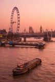 London panorama på flodThemsen Arkivbild