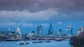 London panorama på solnedgången lager videofilmer