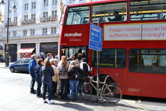 London pendlingssträckakollektivtrafik Arkivfoto