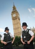 London-Polizisten gegen Big Ben Stockfotografie