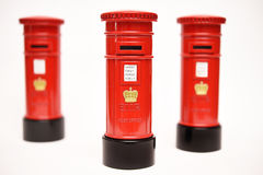 London postbox på vit bakgrund Royaltyfri Bild