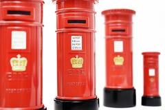 London postbox som isoleras på vit bakgrund Arkivbilder