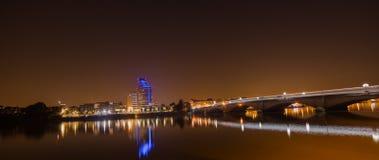 London Putney bro Thames River på natten royaltyfri bild