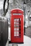 London - röd telefonasksvart/vit Arkivfoto