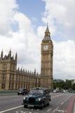 London-schwarze Fahrerhäuser Stockfotos