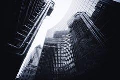 LONDON - SEPTEMBER 21: Den Lloyds byggnaden med ättiksgurkan Royaltyfria Foton