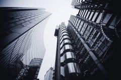 LONDON - SEPTEMBER 21: Den reflekterade Lloyds byggnaden Fotografering för Bildbyråer
