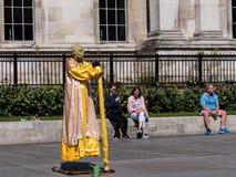 LONDON - SEPTEMBER 2, 2018 En sväva Yoda på Trafalgar Square royaltyfri bild