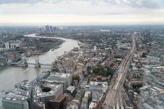 LONDON - SEPTEMBER 24, 2016: Flyg- sikt av London horisont _ Fotografering för Bildbyråer
