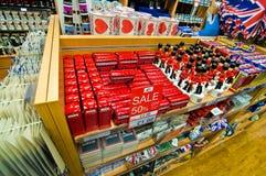 london shoppar souvenir Arkivfoton