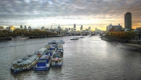 London-Skyline an der Dämmerung stockbilder