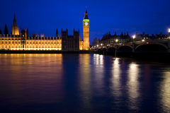 London skyline, house of parliament, big ben. By night on the thames Royalty Free Stock Photos