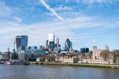 London-Skyline mit skysrapers auf blauem backgroung Stockfotos