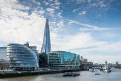 London-Skyline mit skysrapers auf blauem backgroung Stockbild