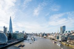London-Skyline mit skysrapers auf blauem backgroung Lizenzfreies Stockbild