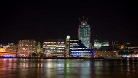 London-Skyline nachts, Großbritannien Stockbild