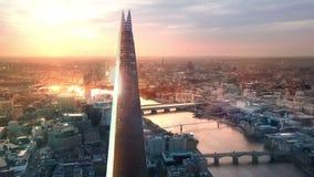 London solnedgång Skärva, stad av London och flodThemsen på solnedgången stock video