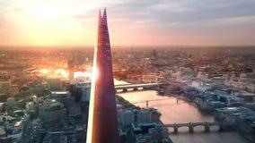 London solnedgång Skärva, stad av London och flodThemsen på solnedgången lager videofilmer