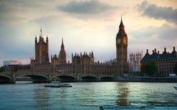 London solnedgång Stora Ben och hus av parlamentet, London Arkivfoton
