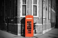 London som kallar det röda telefonbåset Royaltyfri Foto