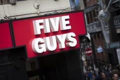 London, större London, Förenade kungariket, 7th Februari 2018, ett tecken och logo för fem grabbar arkivfoton