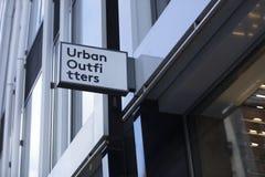 London, större London, Förenade kungariket, 7th Februari 2018, ett tecken och logo för Urban Outfitters fotografering för bildbyråer