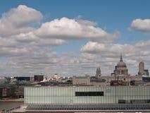 London-Stadt-Ansicht von Tate Modern zu Str. Pauls. stockbild