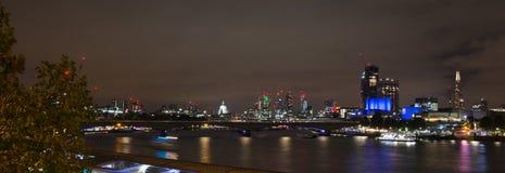 London-Stadt-Skyline nachts Lizenzfreies Stockbild