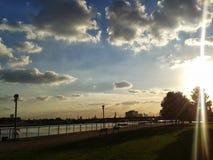 London-Stadtflughafen, königlicher Albert koppelt Sonnenuntergang an Lizenzfreie Stockbilder