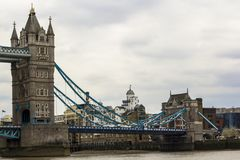 London Storbritannien April 12, 2019 torn bridge1 Iconic symbol av London i dagen av Brexit fotografering för bildbyråer