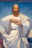 LONDON STORBRITANNIEN - SEPTEMBER 17, 2017: Alla detaljen av Jesus från den moderna målarfärgen av den sista kvällsmålet in kyrkt Royaltyfri Foto