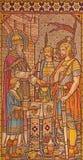 LONDON STORBRITANNIEN - SEPTEMBER 15, 2017: Den belade med tegel mosaiken av erbjudandet av Melchizedek kyrktar in alla helgon Royaltyfri Bild