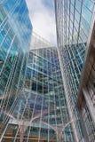 LONDON STORBRITANNIEN - SEPTEMBER 19, 2017: Den moderna fasaden från Canary Wharf Arkivfoto