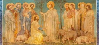 LONDON STORBRITANNIEN - SEPTEMBER 19, 2017: Freskomålningen av platsen 'Feed min sheep' - Jesus ger makten till St Peter Royaltyfri Bild