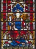 LONDON STORBRITANNIEN - SEPTEMBER 19, 2017: Jesus Christ konungen på målat glass i kyrka för ` s för St Mary Abbot Royaltyfria Bilder