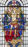 LONDON STORBRITANNIEN - SEPTEMBER 14, 2017: St Michael ärkeängeln på målat glass i kyrkaSt Lawrence Jewry Royaltyfri Bild