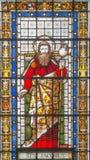 LONDON STORBRITANNIEN - SEPTEMBER 20, 2017: Sten Jacob aposteln på målat glass i kyrkliga St Pancras Arkivbilder