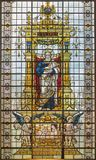 LONDON STORBRITANNIEN - SEPTEMBER 17, 2017: Stet Peter aposteln på det stiained exponeringsglaset i kyrkliga St Martin, Ludgate Arkivbild
